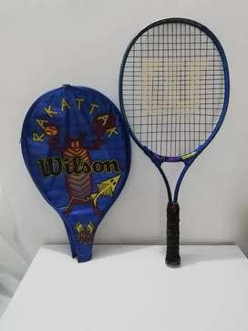 Raqueta Usada Marca WILSON con estuche y pelotas. Precio 95.000