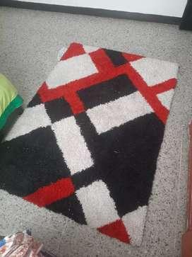 Tapete de colores rojo negro y blanco