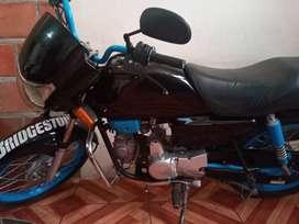 Se ofrece servicio de moto, domicilios y viajes.