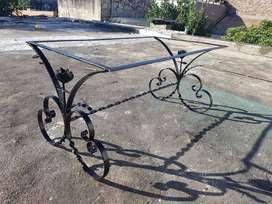 Mesa de hierro estilo antiguo