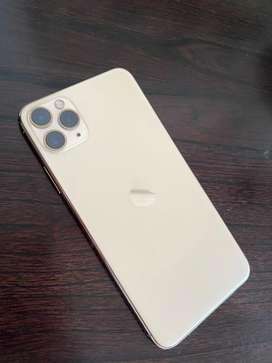 Iphone 11 Pro Max de 64 GB 90% de bateria con detalle estetico en la esquina