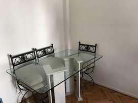 Mesa de base de marmol travertino y vidrio