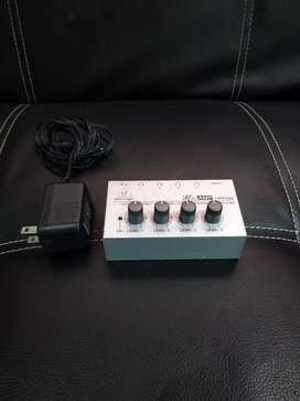 Amplificador de audífonos Behringer HA400