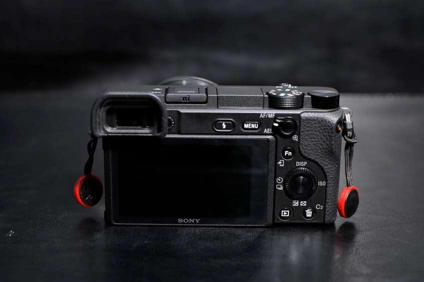Combo Sony alpha mirrorless con lente 16-50mm f3.5-56 ,50mm f1.8 , 18-105mm f4,mochila 0