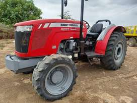 Tractor Frutero Massey Ferguson Compacto 4283 de 90 HP con Creeper