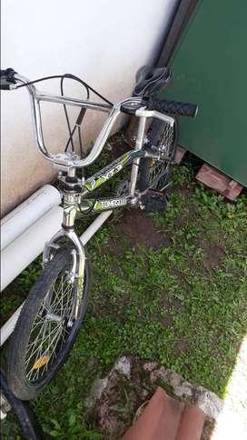 BICICLETA TOMASELLI BMX XT3 FREESTYLE RODADO 20
