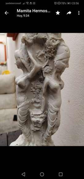 Pieza tallada a mano oriental en marmol. La