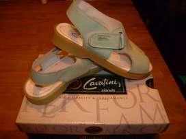 Sandalias de reconocida marca, Originales