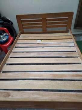 Renato cama en cedro(madera) economica