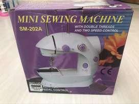 Dos máquinas Maquina de cocer Mini sewing machine