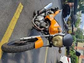 Motocicleta Zontes 125 naranja