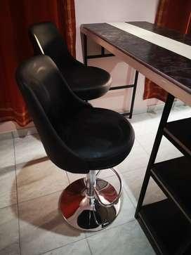 Desayunador y 2 taburetes (sillas)