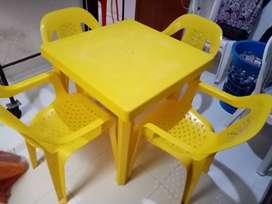Mesa con sillas