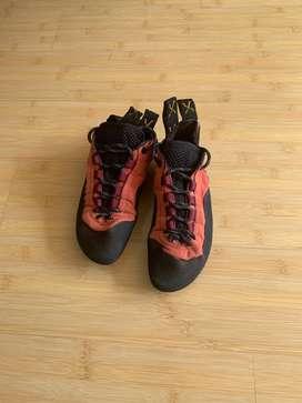 Zapatos de escalada como nuevos, muy poco uso