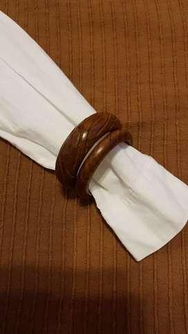 Lote pulseras de madera.