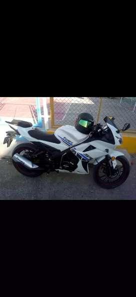 Ocasion bonita moto semi deportiva