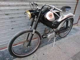 Moto antigua de colección demm Legnano italiana funcionando