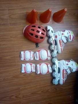patines para niña marca viper con coderas, rodilleras, casco y conos. en excelente condición
