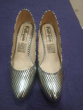 Zapatos plateado con negro una nuevos