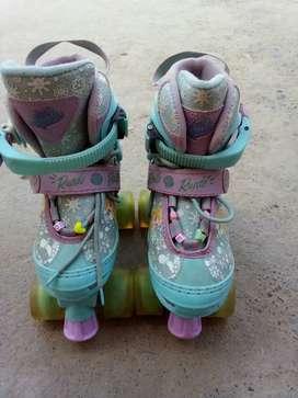 Un de patines de 4 llantas