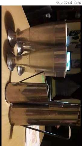 4 vasos y 2 jarras