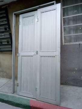 Puerta en aluminio con marco 2 cuerpos