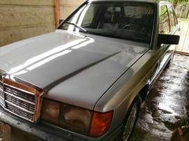 Vendo Mercedes-Benz 190 E.