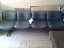 Dos sofas de oficina de 2da mano.