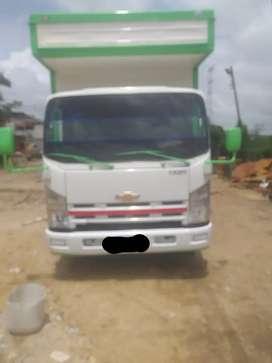 Se vende camión NQR furgon