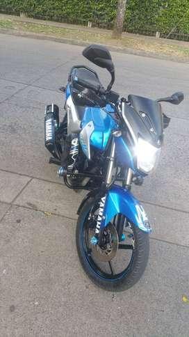 Motocicleta yamaha SZR 150 modelo 2014