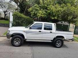 Solo vendo Toyota Hilux año 2003 en muy buenas condiciones