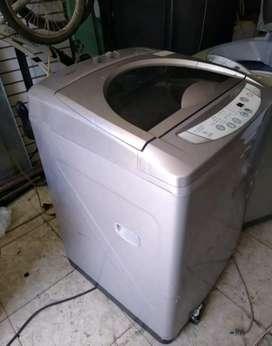 Vendo lavadora de 28 libras funcionando bien