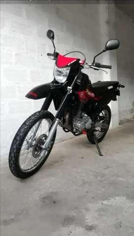 Yamaha xtz 250 negra y roja
