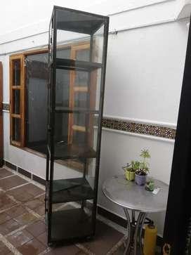 Vitrina de vidrio de 2 metros de alto