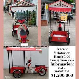 Se vende moto triciclo en muy buen estado