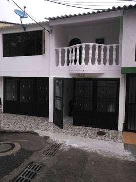 Arriendo confortable casa de dos pisos en Villacafé