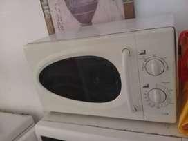 Durabrand. Cocina a Microondas MBR20RE