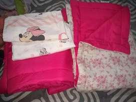 Vendó acolchado, chichonera y sábanas de nena