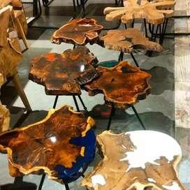 Mesas de centro y auxiliares en madera natural y resina cristal