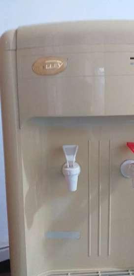Se vende, sin uso, dispensador y enfriador de agua Kalley, ref.: Kwdll15c. Agua fria-caliente.