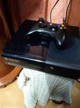 Xbox 360 tres juegos dos controles en buen estado lo vendo la cituacion