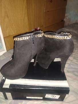 Zapatos aguja botitas