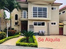Rento, casa amplia con piscina en urbanizacion Via a la Costa