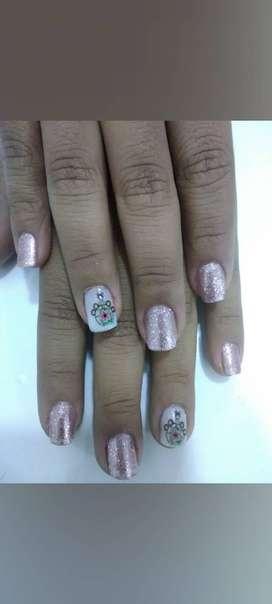 Busco empleo como manicurista