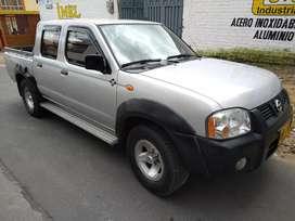 Nissan en muy buen estado, papeles nuevos, impuestos pagos, muy bien tenida