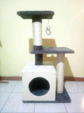 Somos Mauga fabricante de gimnasios para gatos evitando que dañen los muebles y puedan tener su propio espacio