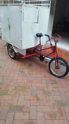 Triciclo furgón