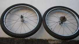 Vendo 2 ruedas de bicicleta.