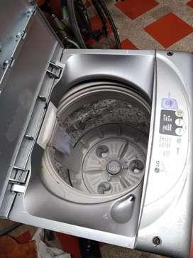 Se vende lavadora pequeña en buen estado