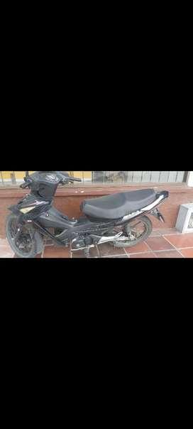 Se vende moto señoritera akt flex